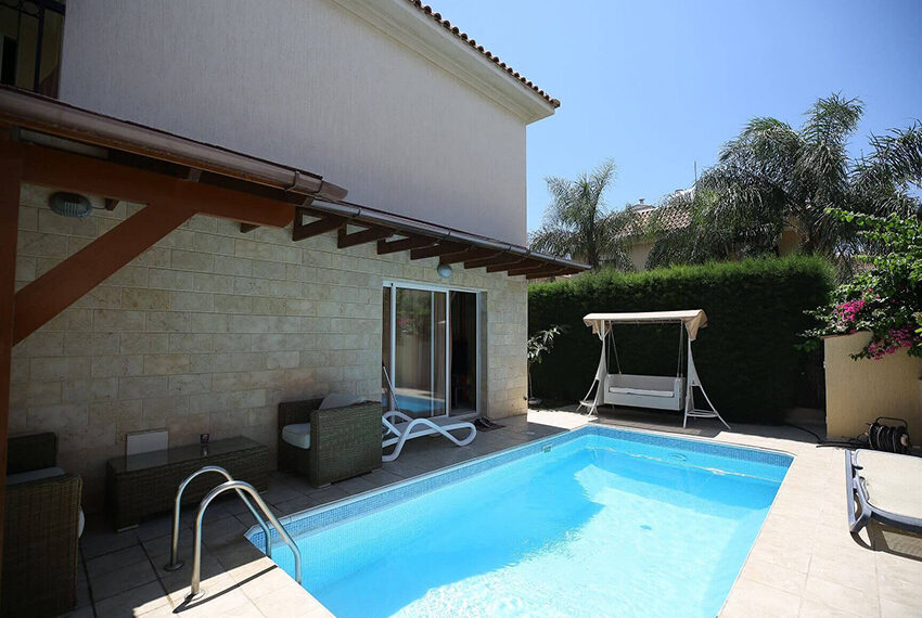 Spacious 3 bed house for rent with pool Limassol_13