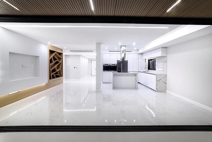 Luxury top floor apartment for rent Limassol tourist area_1