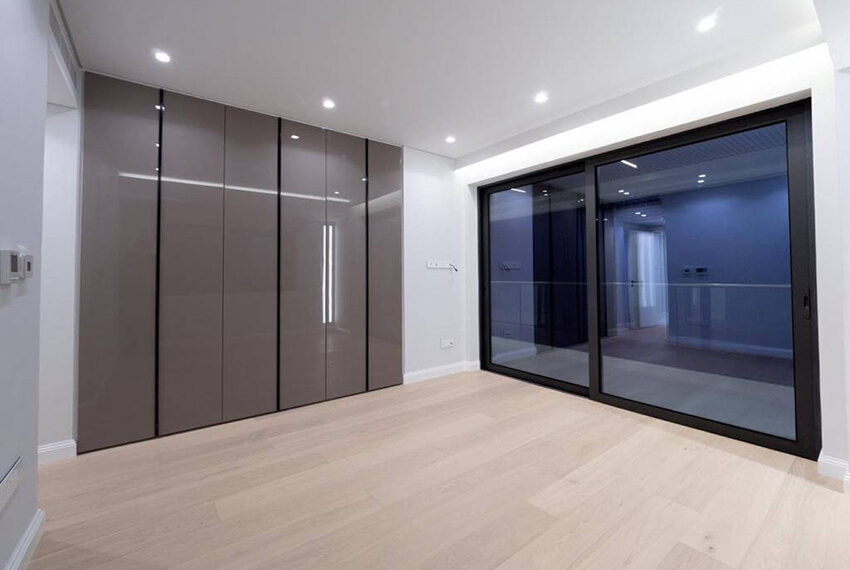 Luxury top floor apartment for rent Limassol tourist area_9