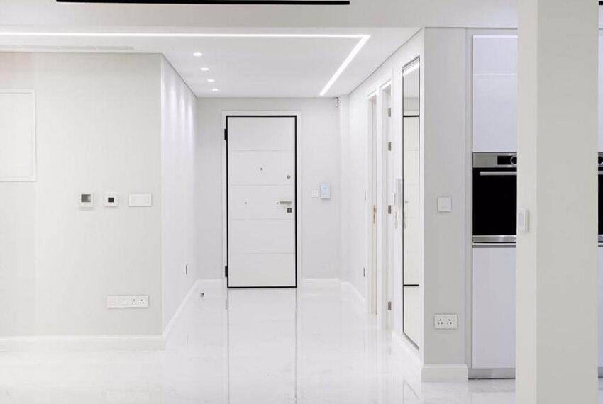 Luxury top floor apartment for rent Limassol tourist area_12