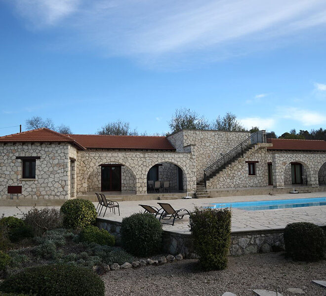 5 bedroom villa for sale large plot & private pool Giolou