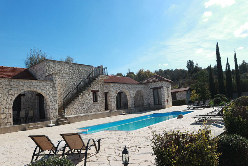 5 bedroom villa for sale large plot & private pool Giolou_1