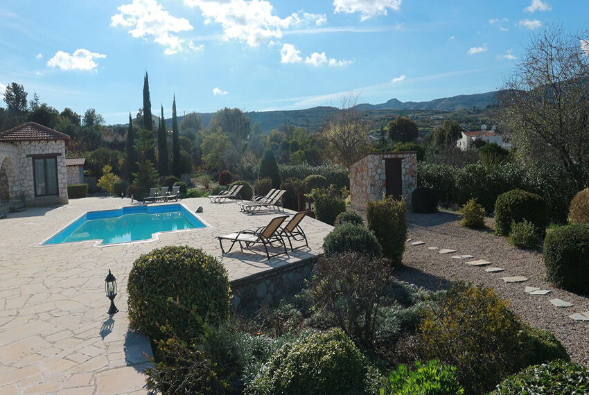 5 bedroom villa for sale large plot & private pool Giolou_2