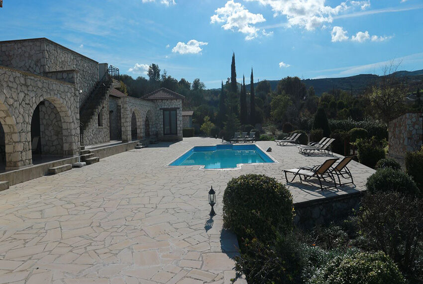 5 bedroom villa for sale large plot & private pool Giolou_3