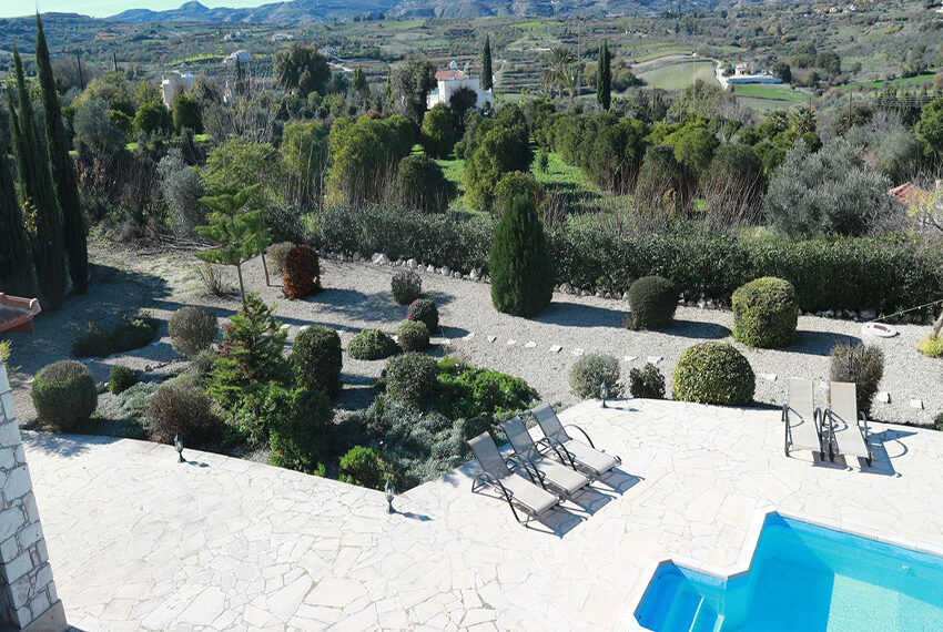 5 bedroom villa for sale large plot & private pool Giolou_9