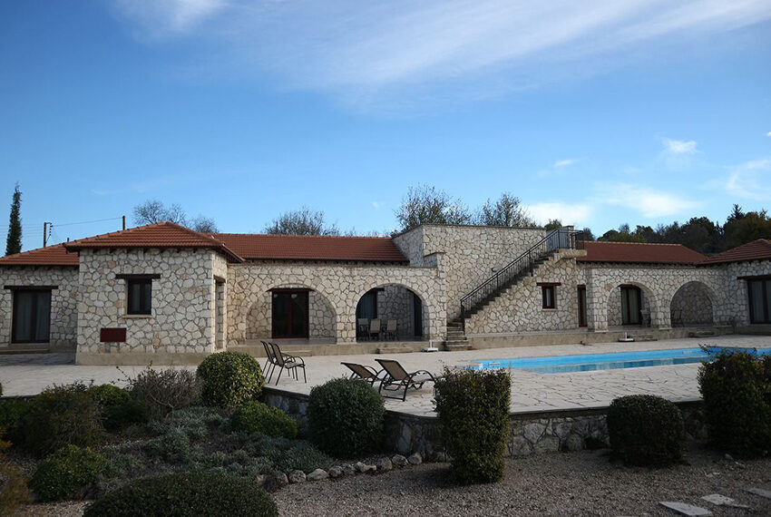 5 bedroom villa for sale large plot & private pool Giolou_24