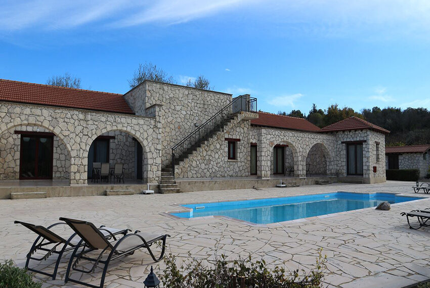 5 bedroom villa for sale large plot & private pool Giolou_25