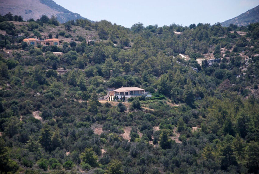 Villa for sale in Latchi with big plot of land_1