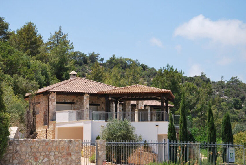 Villa for sale in Latchi with big plot of land_2