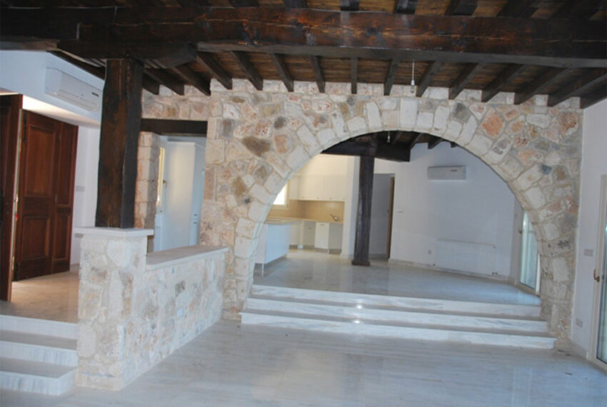 Villa for sale in Latchi with big plot of land_3