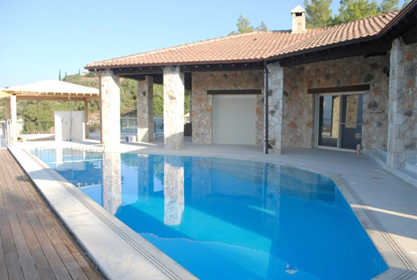 Villa for sale in Latchi with big plot of land_4