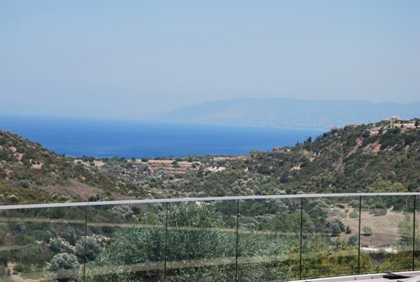 Villa for sale in Latchi with big plot of land_5