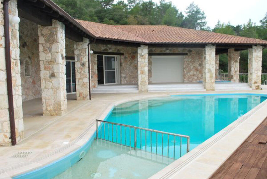 Villa for sale in Latchi with big plot of land_6