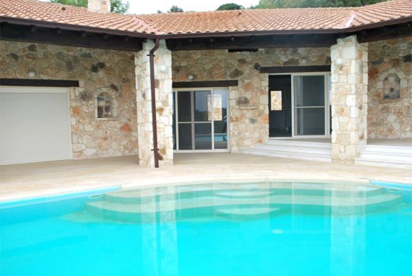 Villa for sale in Latchi with big plot of land_7