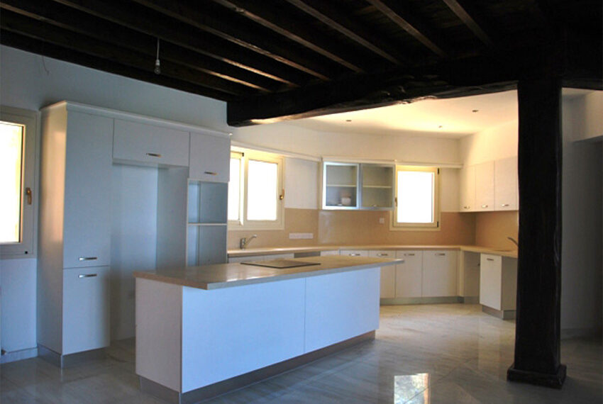 Villa for sale in Latchi with big plot of land_12