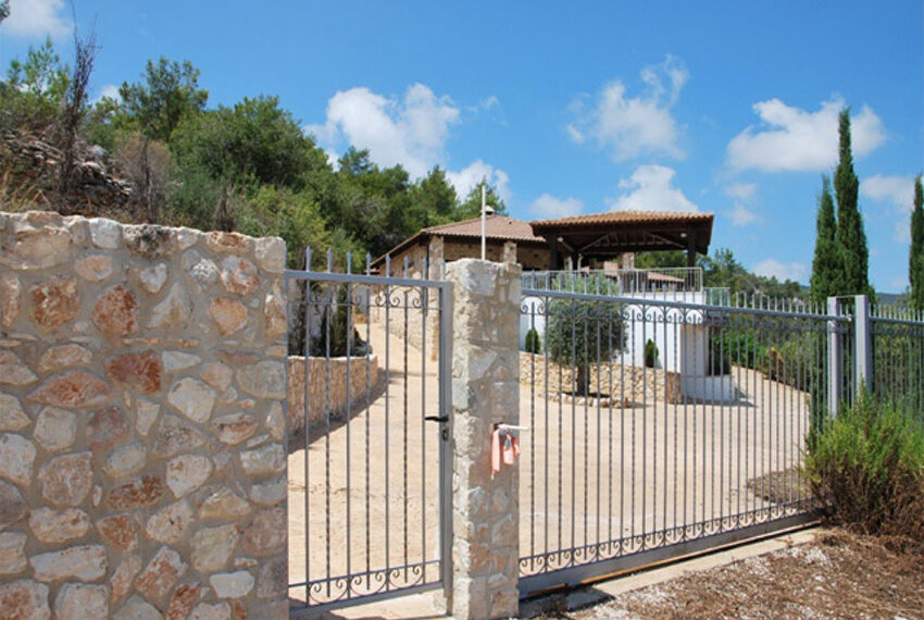 Villa for sale in Latchi with big plot of land_17