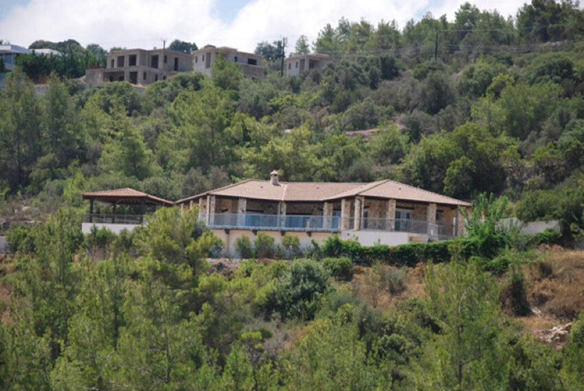 Villa for sale in Latchi with big plot of land_18