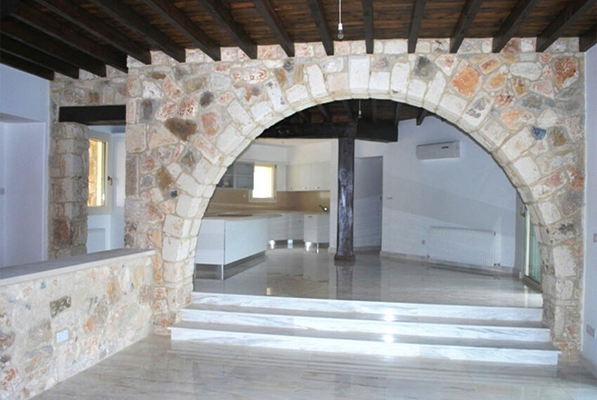 Villa for sale in Latchi with big plot of land_20