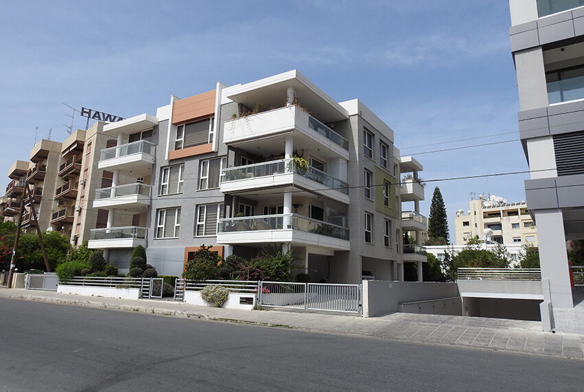 2 bedroom flat for sale with sea views in Limassol_3