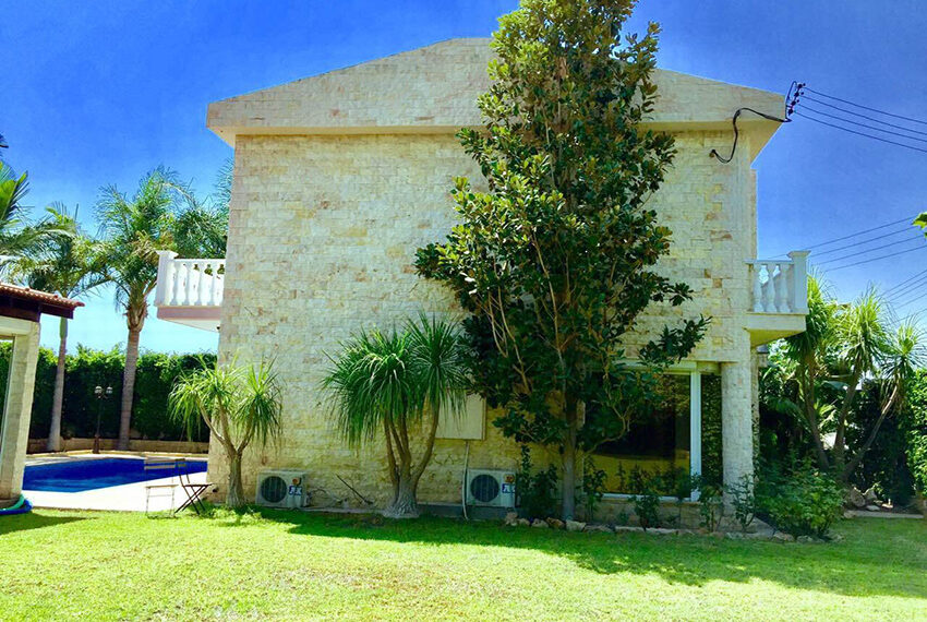 For sale 3 bedroom vila with privet pool Germasogeia tourist area_3