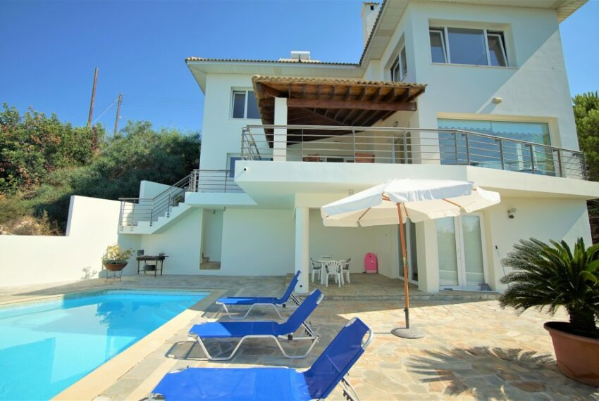 Villa for rent with magnificent sea views in Tala Cyprus_1