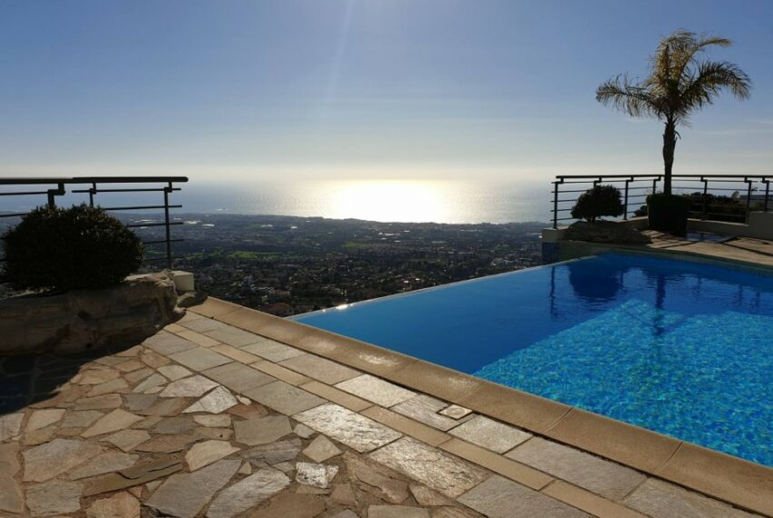 Villa for rent with magnificent sea views in Tala Cyprus_40
