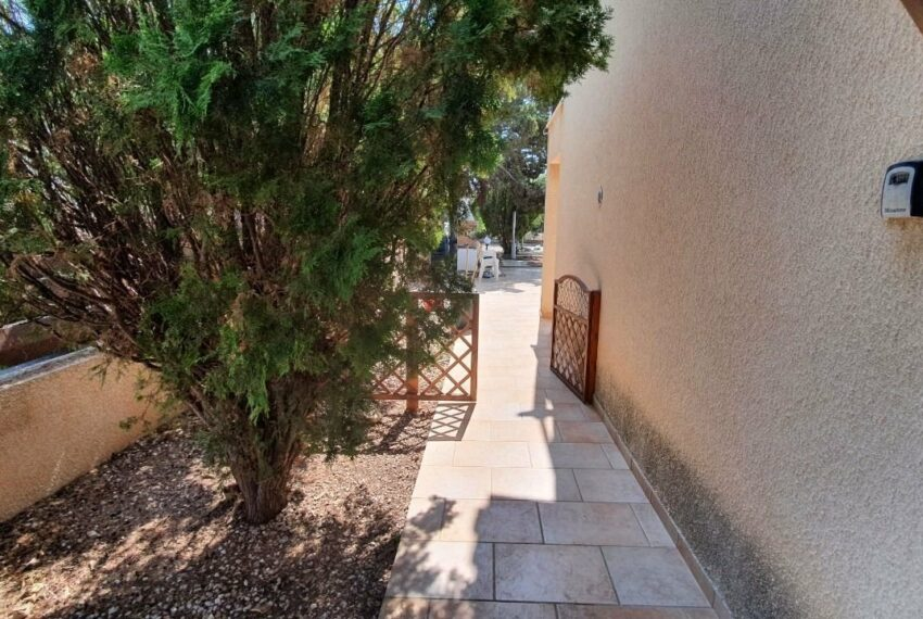 Detached 3 bedroom villa for rent long term in Sea Caves _1