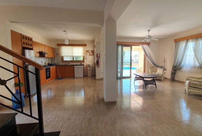 Detached 3 bedroom villa for rent long term in Sea Caves _2