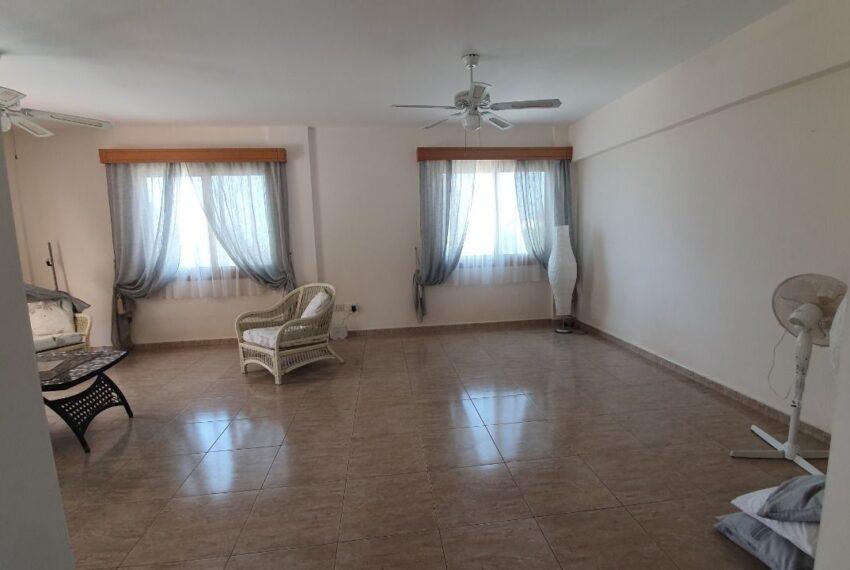 Detached 3 bedroom villa for rent long term in Sea Caves _14
