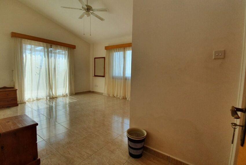 Detached 3 bedroom villa for rent long term in Sea Caves _19