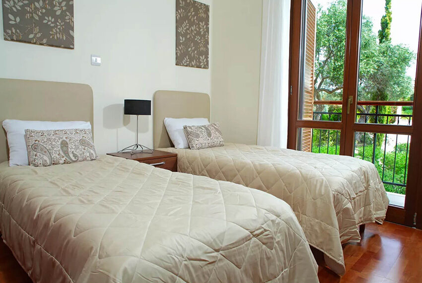 Luxury 4 bed villa for sale Aphrodite hills golf resort Cyprus_7