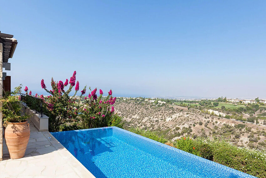 Cosy villa for sale Aphrodite hills golf resort Cyprus_1