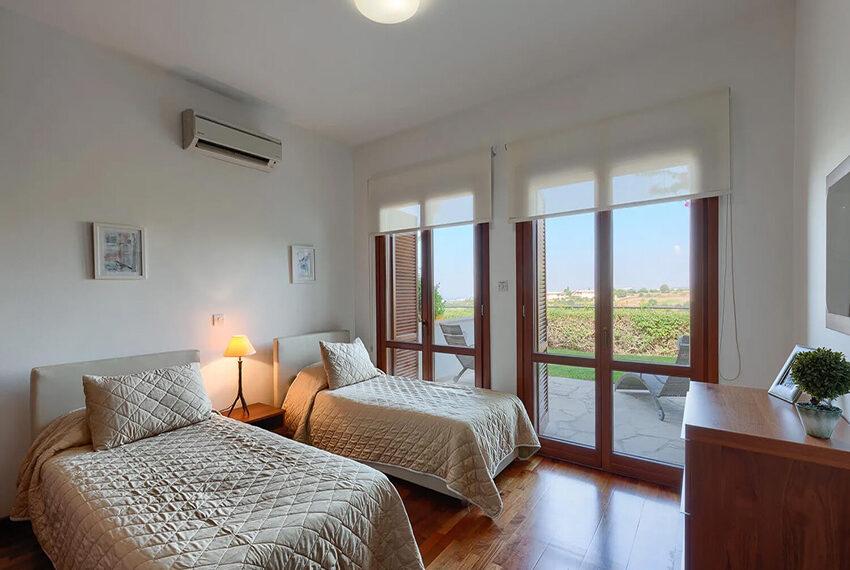Cosy villa for sale Aphrodite hills golf resort Cyprus_3