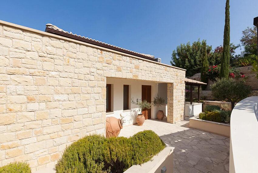 Cosy villa for sale Aphrodite hills golf resort Cyprus_18