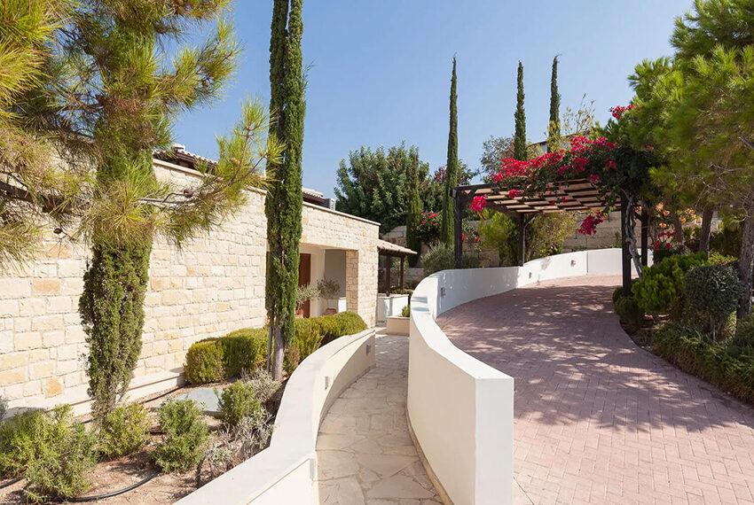 Cosy villa for sale Aphrodite hills golf resort Cyprus_19
