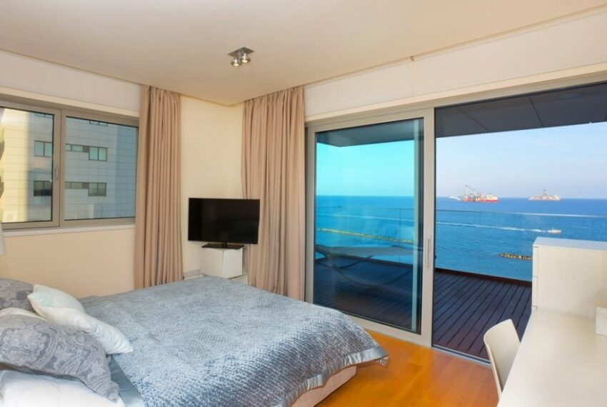 Modern beach front apartment for rent in Limassol_3