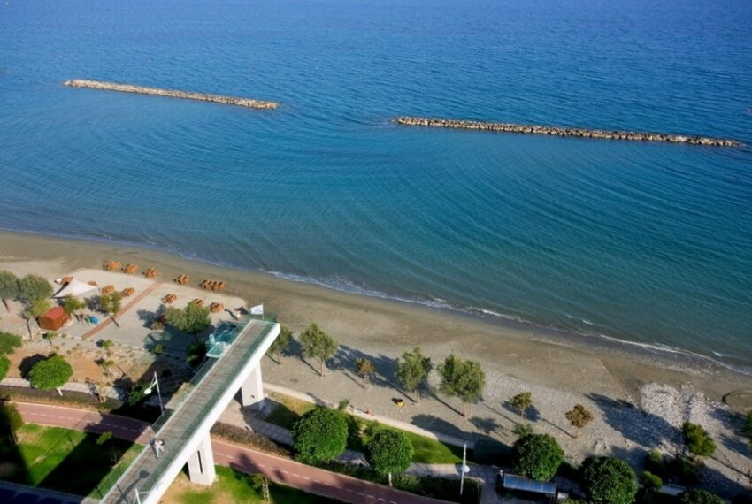Modern beach front apartment for rent in Limassol_8