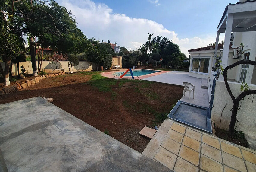 5 bedroom villa for rent close to Chloraka beach front_00002