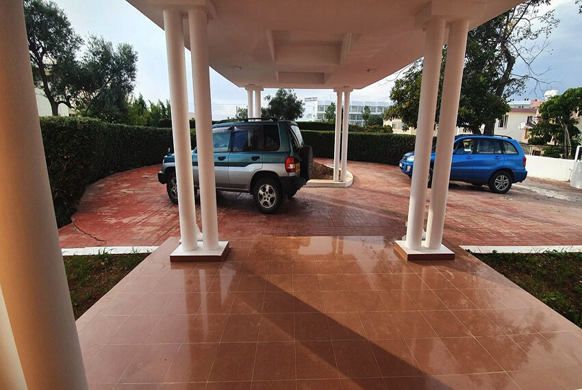 5 bedroom villa for rent close to Chloraka beach front_00005