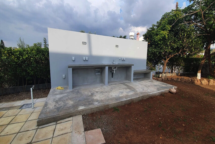 5 bedroom villa for rent close to Chloraka beach front_00008