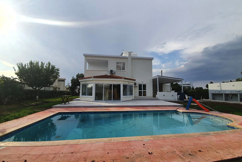 5 bedroom villa for rent close to Chloraka beach front_00009