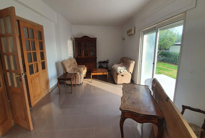 5 bedroom villa for rent close to Chloraka beach front_00016