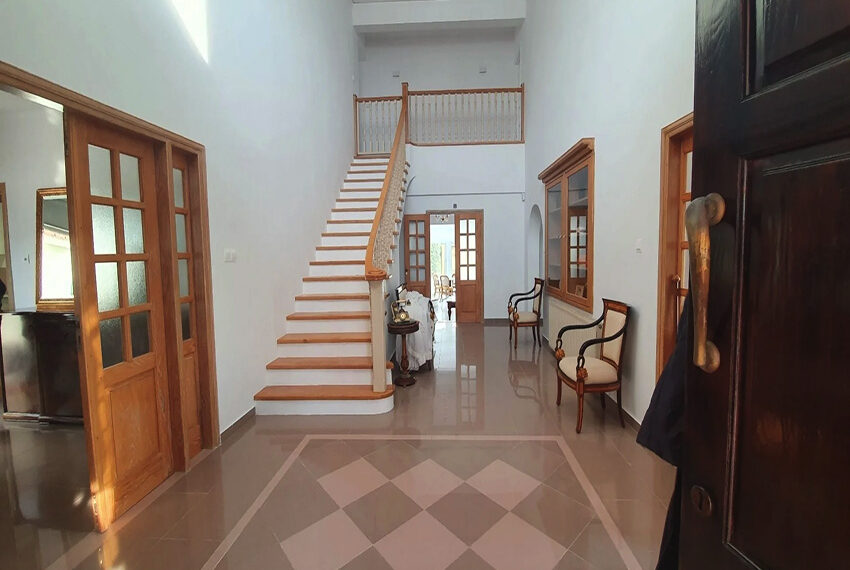 5 bedroom villa for rent close to Chloraka beach front_00018