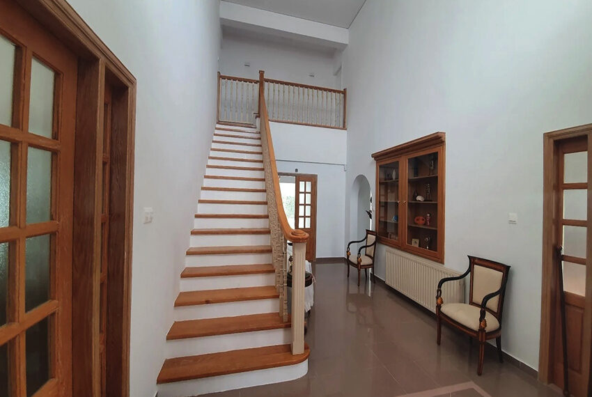 5 bedroom villa for rent close to Chloraka beach front_00019