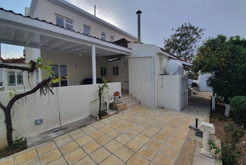 5 bedroom villa for rent close to Chloraka beach front_00021