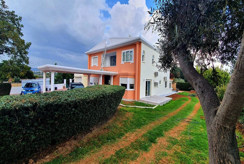5 bedroom villa for rent close to Chloraka beach front_00027