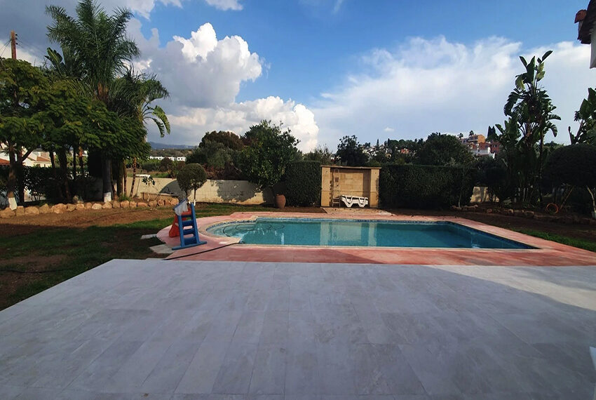5 bedroom villa for rent close to Chloraka beach front_00032