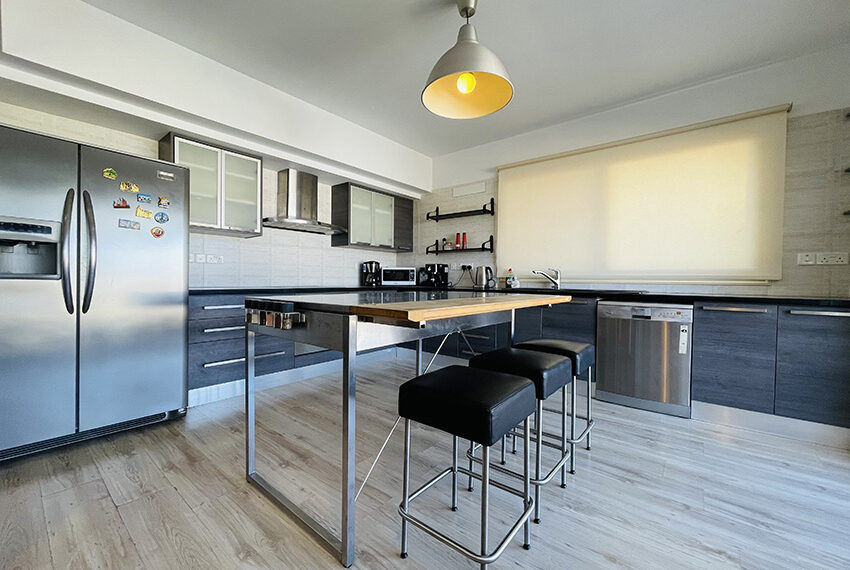 Spacious 3 bedroom penthouse for sale in Limassol_1