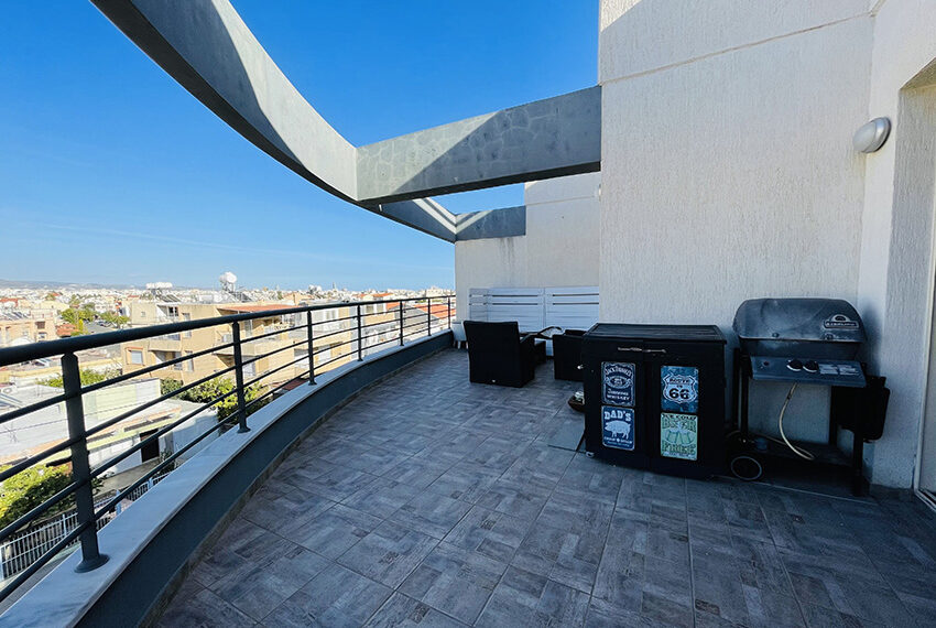 Spacious 3 bedroom penthouse for sale in Limassol_15