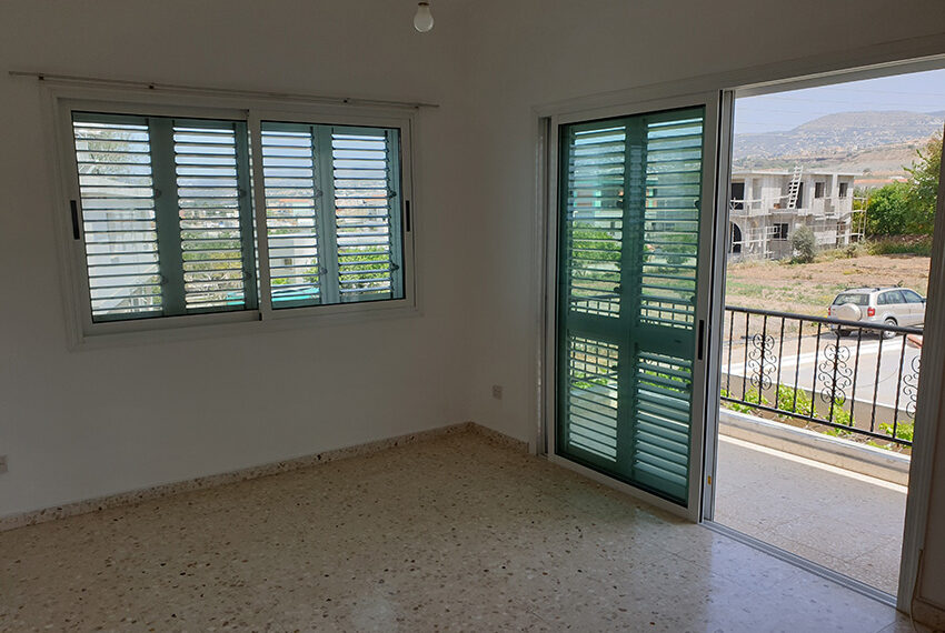 3 bedroom house for rent in Emba village Paphos_11